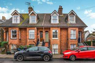 3 Bedrooms Terraced House for sale in Victoria Road, Redhill, Surrey
