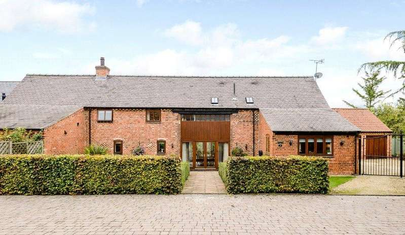 4 Bedrooms Barn Conversion Character Property for sale in 3 Old Rectory Court, Winthorpe, Newark, Nottinghamshire, NG24