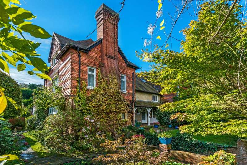 5 Bedrooms Semi Detached House for sale in Courts Mount Road, Haslemere