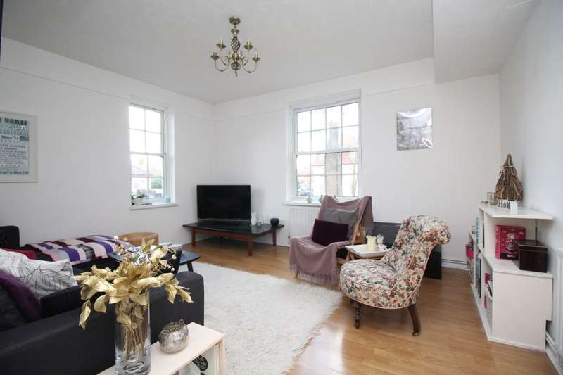 2 Bedrooms Flat for sale in Greenbay Road, London, SE7