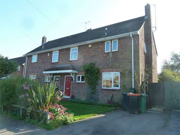 3 Bedrooms Semi Detached House for rent in Weston Avenue, Leighton Buzzard, Bedfordshire