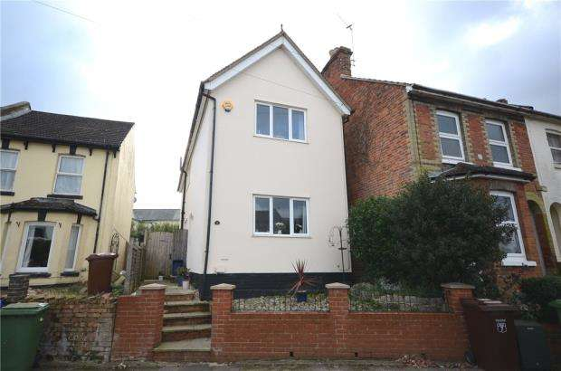 3 Bedrooms Detached House for sale in Alison Way, Aldershot, Hampshire