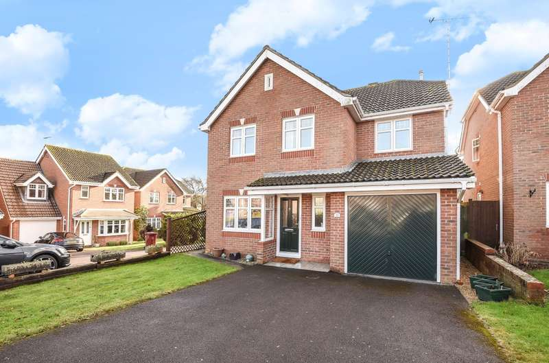 4 Bedrooms Detached House for sale in Peacock Close, Chichester, PO19