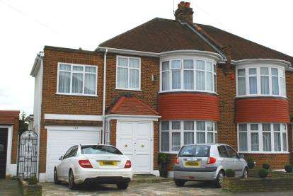4 Bedrooms Semi Detached House for sale in Valley Drive, Kingsbury, London