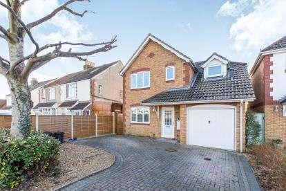 3 Bedrooms Detached House for sale in Central Road, Portsmouth, Hampshire