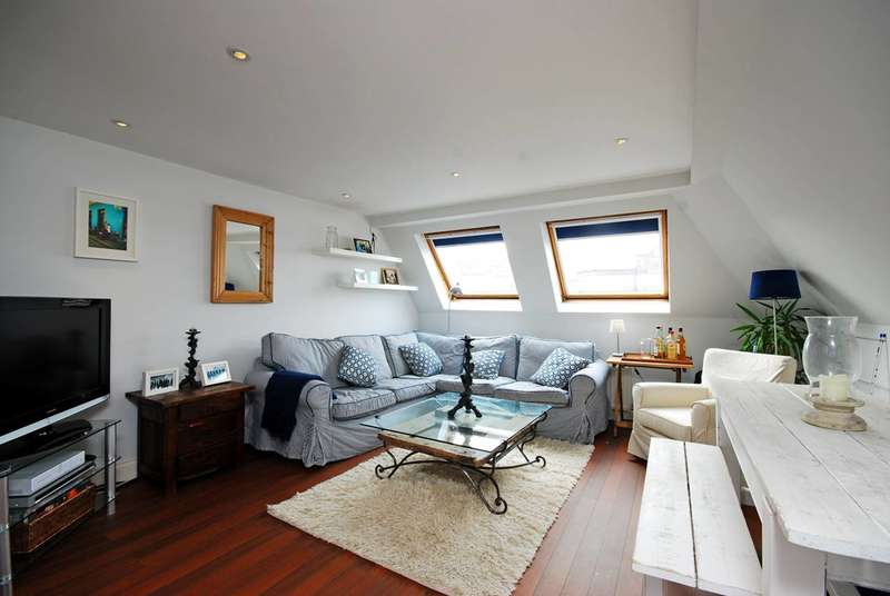 2 Bedrooms Flat for sale in Greyhound Road, Hammersmith, W6