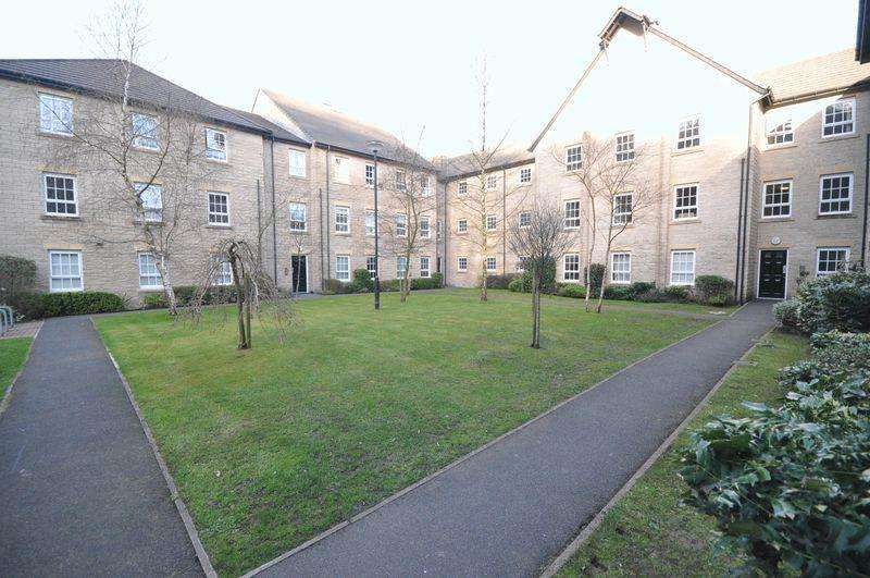 2 Bedrooms Apartment Flat for sale in Gale Close, Littleborough