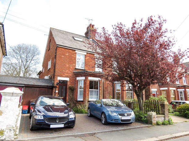 5 Bedrooms Semi Detached House for sale in Summerheath Road, Hailsham, BN27