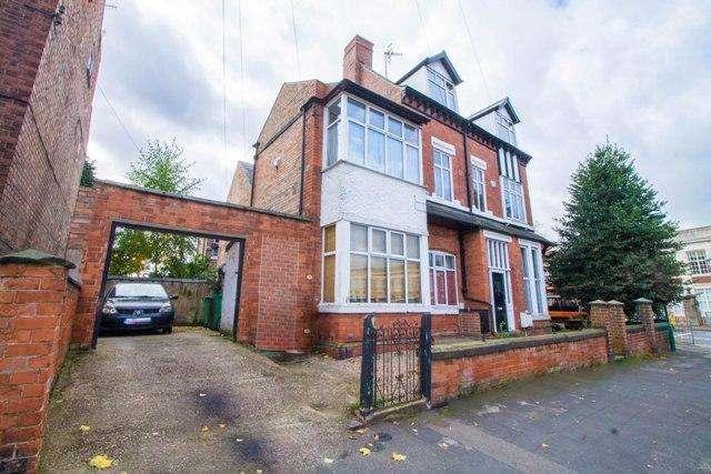 4 Bedrooms Semi Detached House for sale in Waldeck Road, Carrington, Nottingham, NG5 2AF