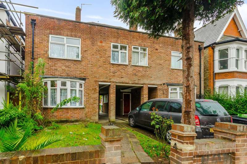 3 Bedrooms House for rent in Bargery Road, Catford, SE6