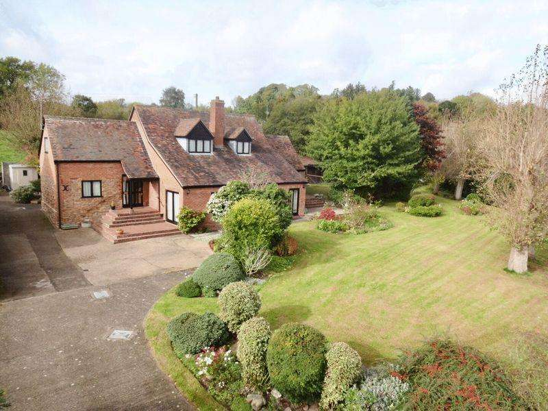 3 Bedrooms Detached House for sale in Holly Well Lane, Kidderminster DY14 9NR