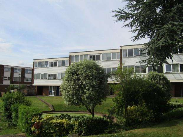 2 Bedrooms Apartment Flat for rent in The Limes, Ingatestone, CM4
