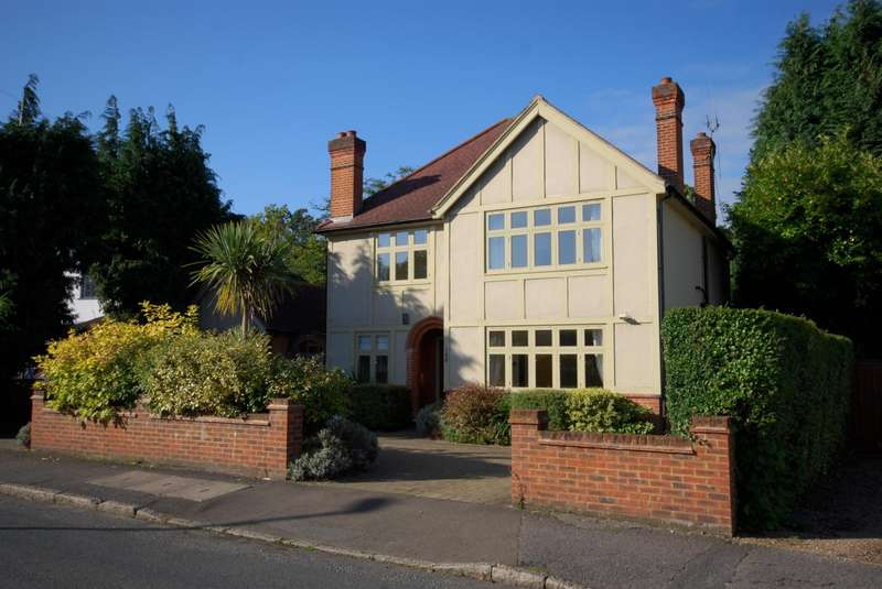 4 Bedrooms Detached House for rent in West Grove, Walton On Thames