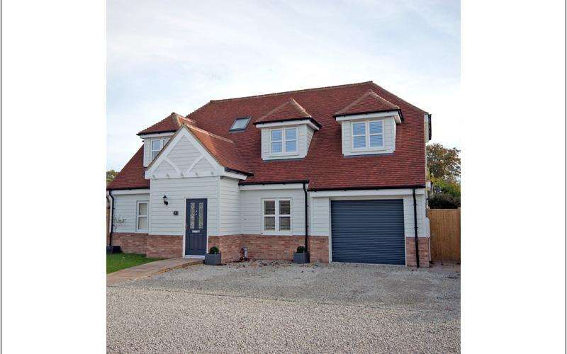 4 Bedrooms Detached House for sale in Lilac Drive, Broad Oak, Brede TN31