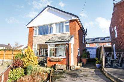 3 Bedrooms Detached House for sale in Kirby Drive, Freckleton, Preston, Lancashire, PR4