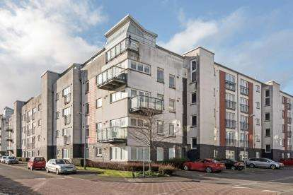2 Bedrooms Flat for sale in Lapwing Road, Renfrew