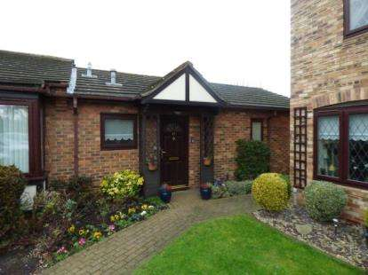 2 Bedrooms Retirement Property for sale in Eastwood Road North, Leigh-on-Sea, Essex