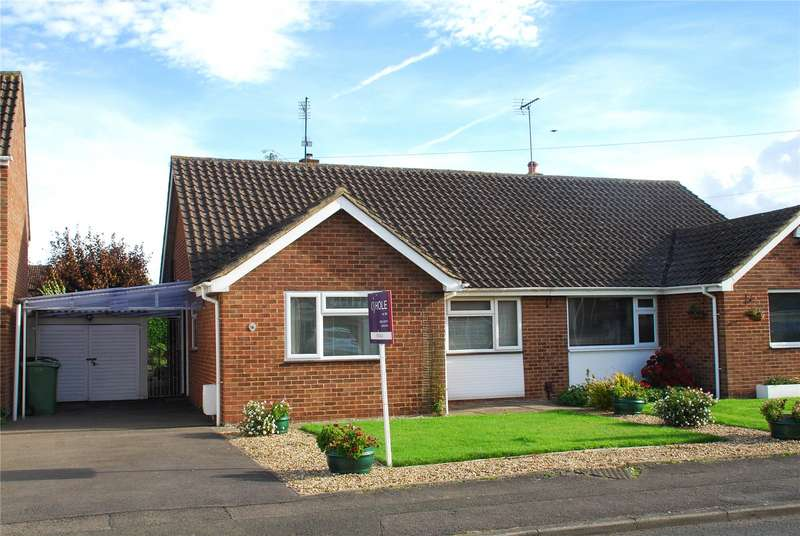 3 Bedrooms Bungalow for sale in Mayfield Drive Hucclecote GL3