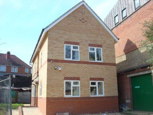9 Bedrooms Detached House for rent in Tennyson Road , Portswood, Southampton