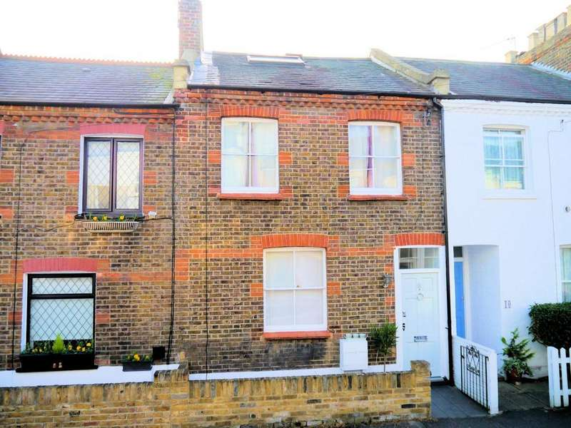 3 Bedrooms Terraced House for sale in Helena Road, Windsor SL4