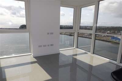 2 Bedrooms Flat for rent in Pendeen House, Ferry Court, Cardiff Bay