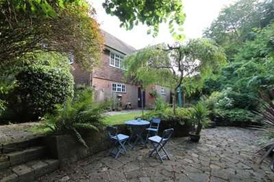 2 Bedrooms Flat for rent in Midhurst