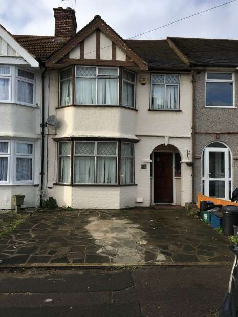 3 Bedrooms Terraced House for sale in Brian Road, Romford, RM6