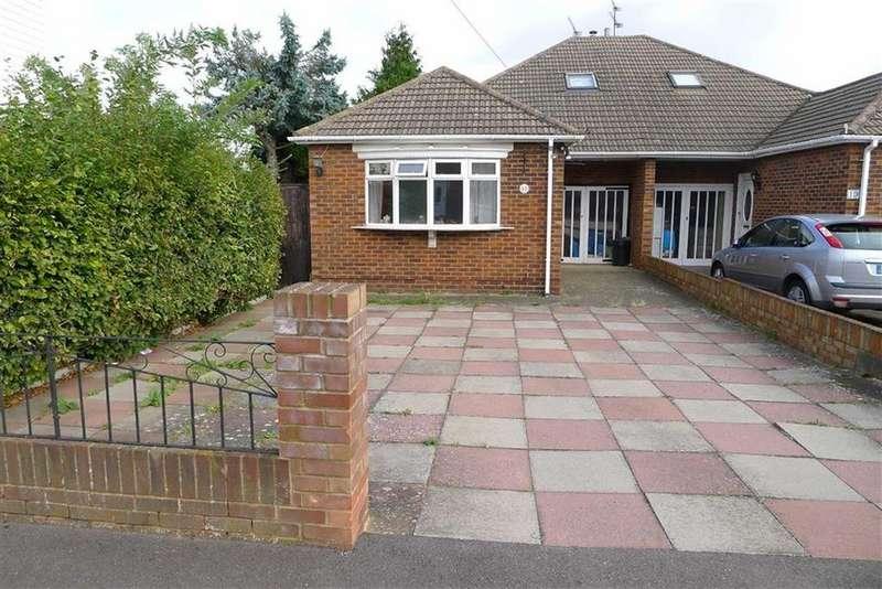 4 Bedrooms Semi Detached Bungalow for sale in William Street, Rainham