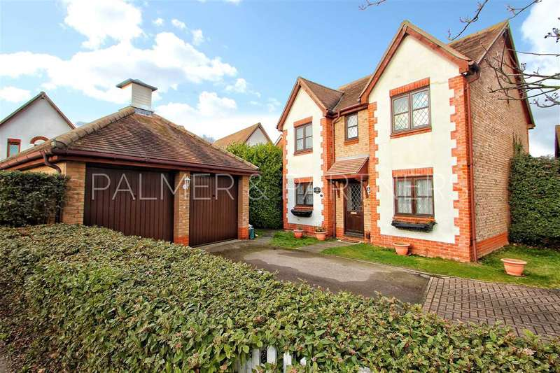4 Bedrooms Detached House for sale in Gavin Way, Myland, Colchester