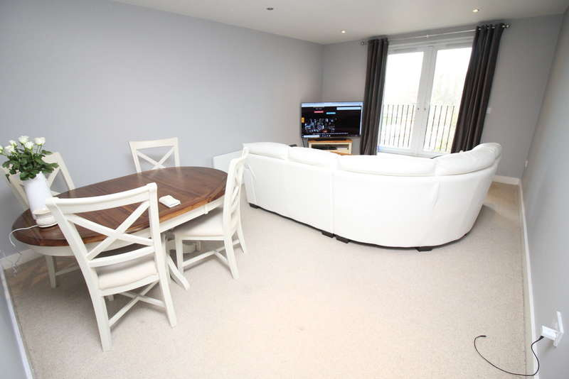 2 Bedrooms Flat for sale in Heathfield Grange, Elland