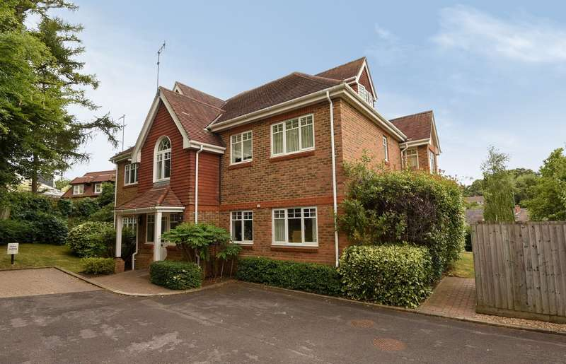 3 Bedrooms Apartment Flat for sale in Hobbs End, Henley-On-Thames, RG9