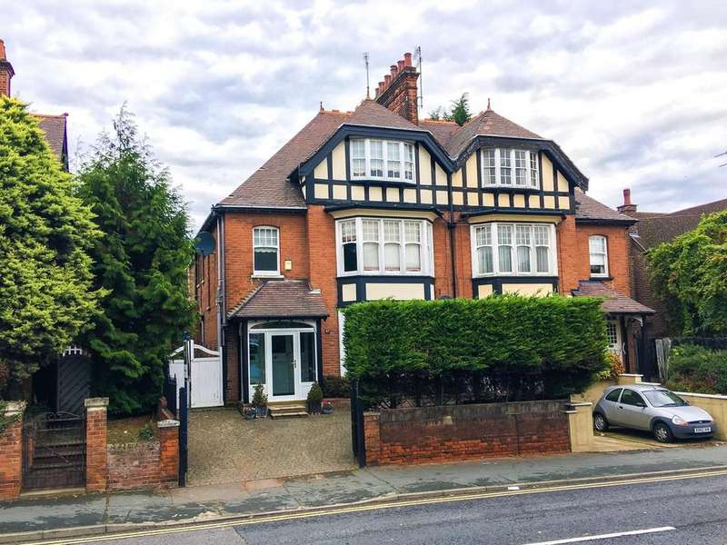 5 Bedrooms Town House for sale in Maldon Road, Colchester