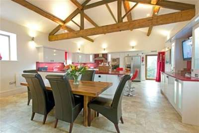 3 Bedrooms Farm House Character Property for rent in Chapel House, County Brook Lane, BB8