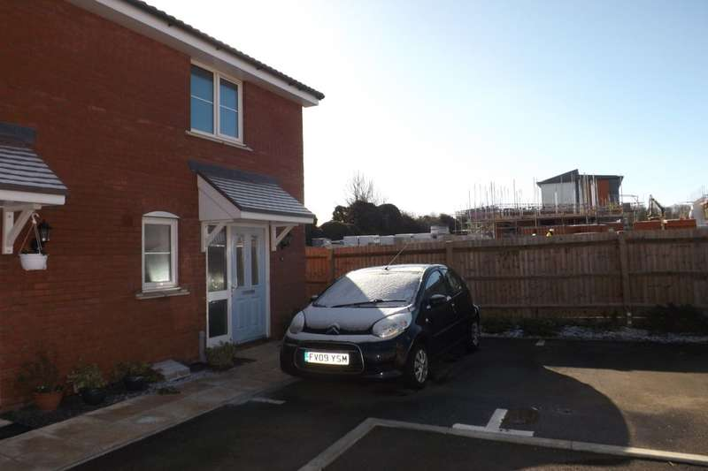 2 Bedrooms Semi Detached House for sale in Fossett Grove, Dunstable, LU6