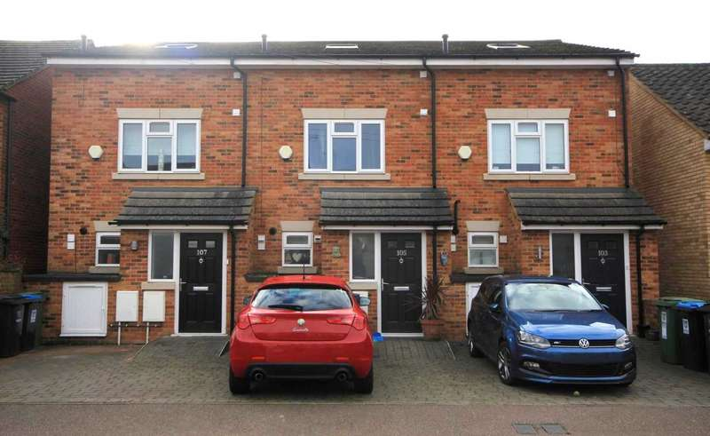 3 Bedrooms House for sale in 3 DOUBLE BED with PARKING in BOXMOOR.