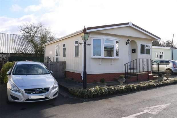 2 Bedrooms Park Home Mobile Home for sale in Farndon Road, Market Harborough, Leicestershire