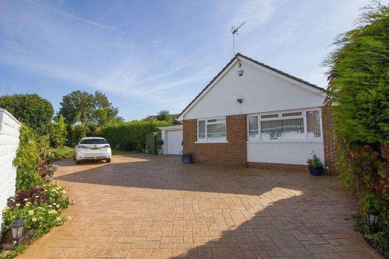 2 Bedrooms Detached Bungalow for sale in Halton Close, Penarth