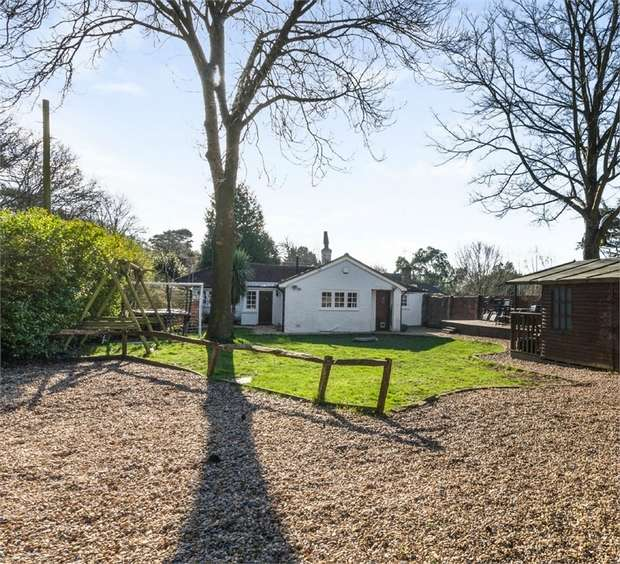 3 Bedrooms Detached Bungalow for sale in Mill Road, Slindon Common, Arundel, West Sussex