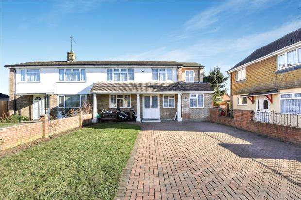 4 Bedrooms Semi Detached House for sale in Howth Drive, Woodley, Reading