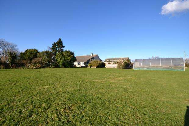 5 Bedrooms Detached Bungalow for sale in Bucklawren Road, No Mans Land, Looe, Cornwall