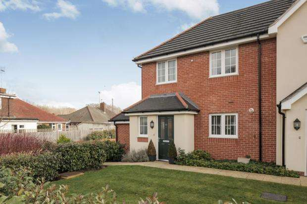 3 Bedrooms End Of Terrace House for sale in Byfleet, Surrey