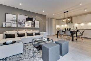 1 Bedroom Flat for sale in Arlington Lodge, Whyteleafe Hill, Whyteleafe