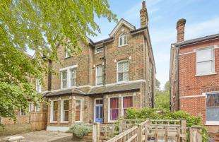 3 Bedrooms Flat for sale in Birch Grove, Lee, London, .