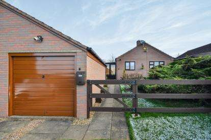2 Bedrooms Bungalow for sale in The Paddock, Stanton Hill, Nottinghamshire, Notts