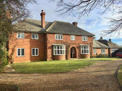 5 Bedrooms Detached House for sale in Ampthill Road, Silsoe, Bedford, Bedfordshire