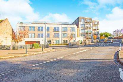 1 Bedroom Flat for sale in Bridgepoint House, Sudbury Heights Avenue, Greenford, Middlesex