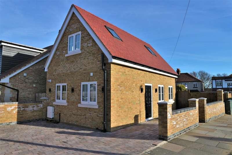 2 Bedrooms Detached House for sale in Lyndhurst Road, Barnehurst, Kent, DA7 6DG