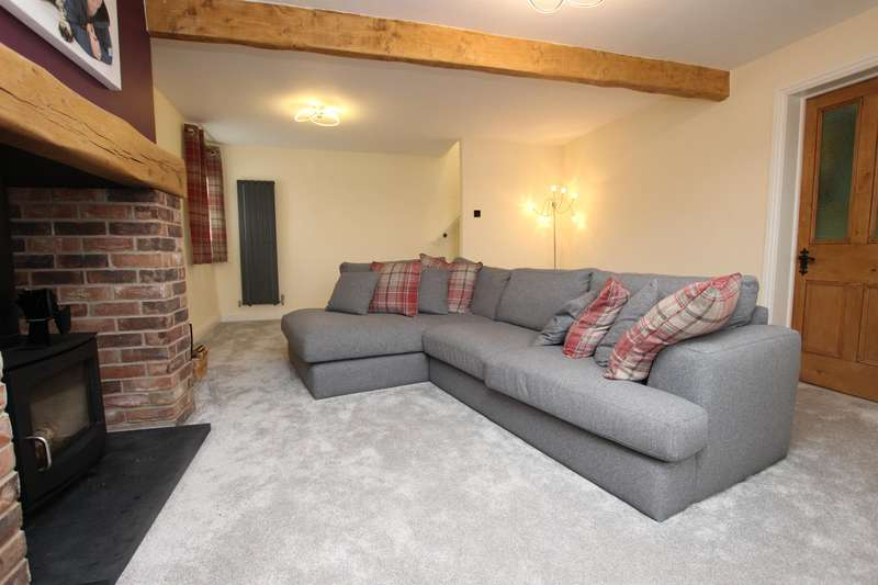 2 Bedrooms Cottage House for sale in Blacksnape Road Hoddlesden Darwen BB3 3PN