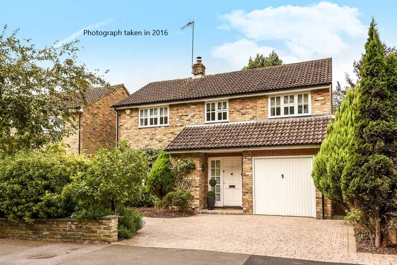 5 Bedrooms Detached House for sale in St James Road, FINCHAMPSTEAD, RG40