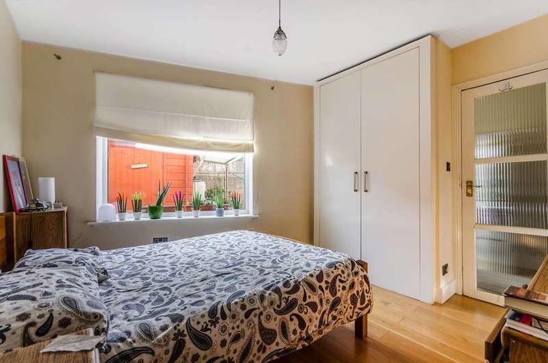 1 Bedroom Flat for sale in Wormholt Road, Shepherd's Bush, W12